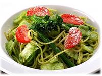 彩り野菜とバジルソースパスタ